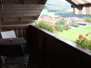 103_balkon-mit-markise
