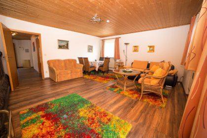 Wohn-/ Schlafzimmer mit Ess- und Sitzecke