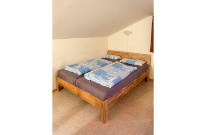 Doppelbett im Wohnzimmer