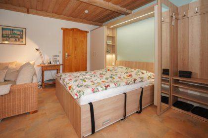 Klappbett im Wohn-Schlafzimmer