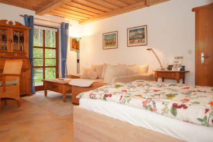 Wohn/Schlafzimmer mit Sitzecke