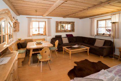 1104 Wohnzimmer mit ausgeklapptem Schrankbett