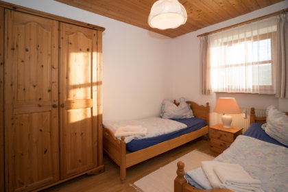 1104 Schlafzimmer mit Einzelbetten