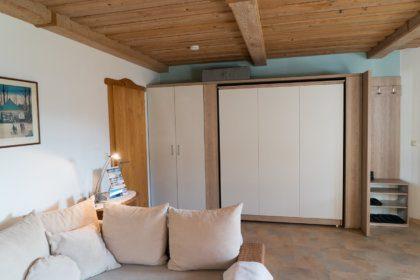 801 Wohnzimmer mit Schrankbet