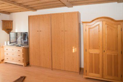1104 Wohnzimmer mit Schrankbett