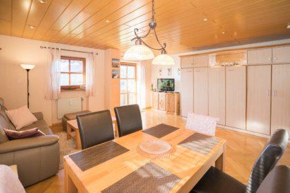 1004 Wohnzimmer mit Essecke