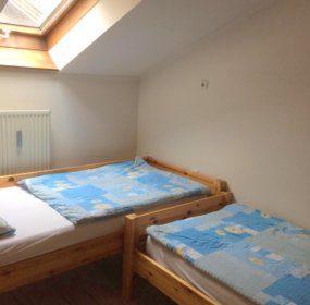Schlafzimmer mit Einzelbetten