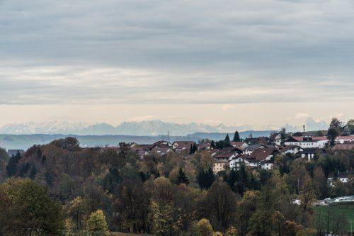 Blick auf Hauzenberg und Alpen an klarem Tag
